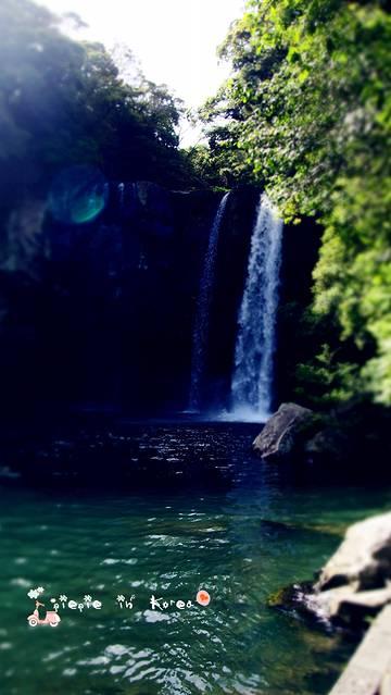 壁纸 风景 旅游 瀑布 山水 桌面 360_639 竖版 竖屏 手机