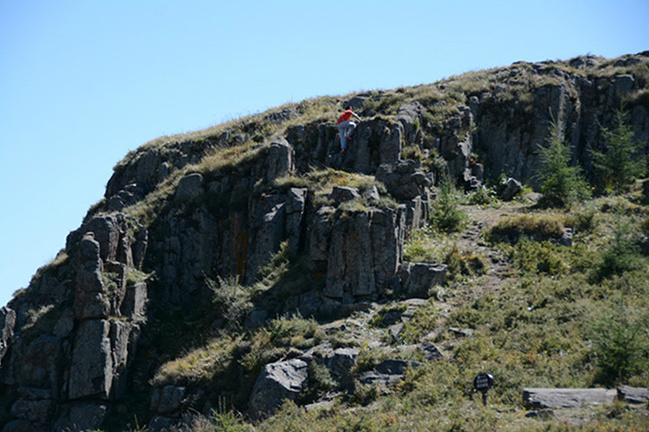 阎片山石林图片