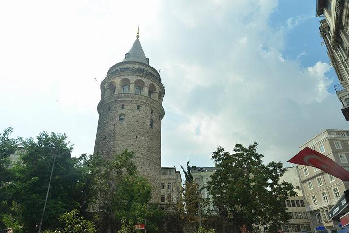 """""""在它修建时是该市最高的建筑物_加拉塔石塔""""的评论图片"""