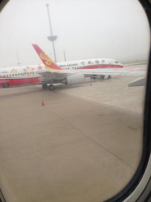 在飞机上的左侧,观看南海观音