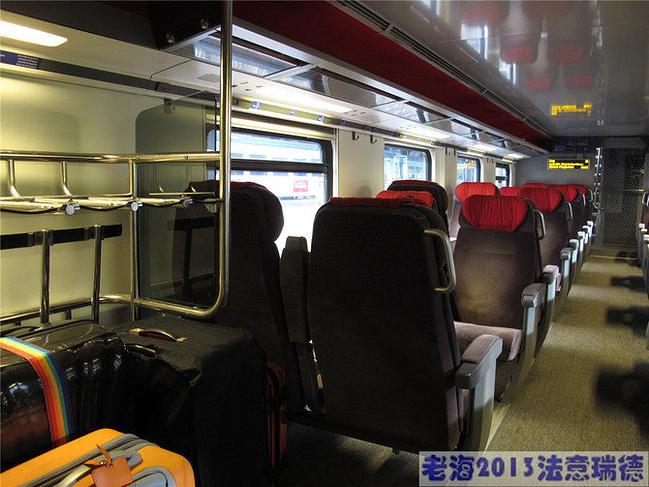 卢塞恩-苏黎世的火车,欧洲火车在车厢头或尾有专门的行李架,我们的