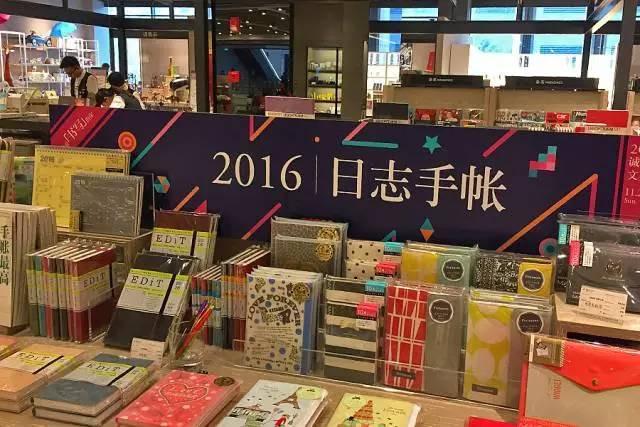 书店搞活动的手绘海报