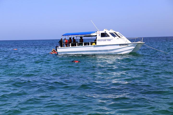 出发前,某宝上拍了个环滩岛一日游,导游按时来酒店接,然后跟着导游就