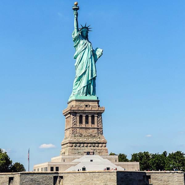 也是最能美国的——自由女神像中饭依旧是suway接下来步行十