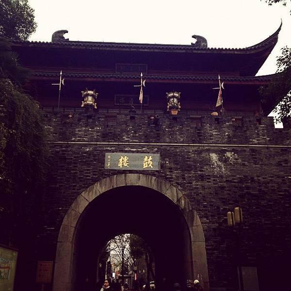 杭州西湖位于哪个省_杭州鼓楼属于哪个区-