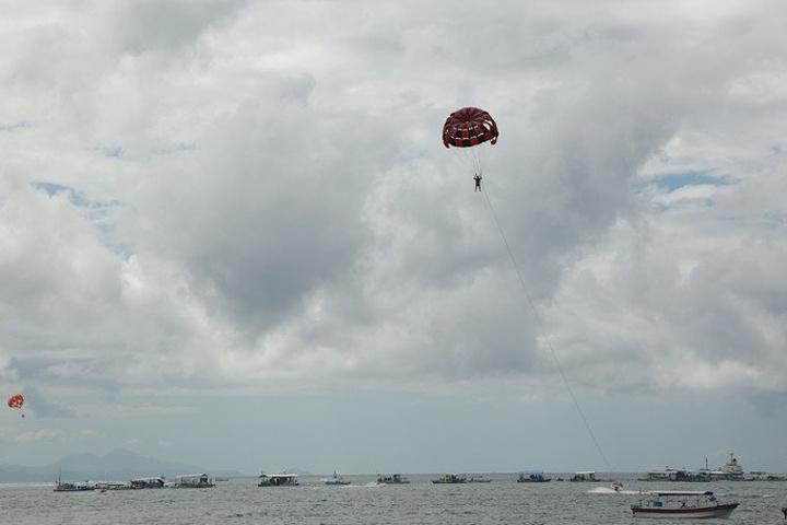 菲律宾长滩岛拽伞