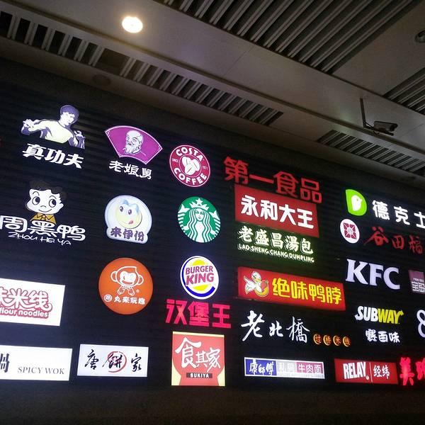 上海虹桥车站是上海数个车站当中最新最大的一个,也是国内少有的飞机