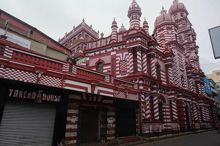 """""""红与白结合的美丽建筑,可惜去的时间不是开..._贾米-埃勒-阿尔法清真寺""""的评论图片"""