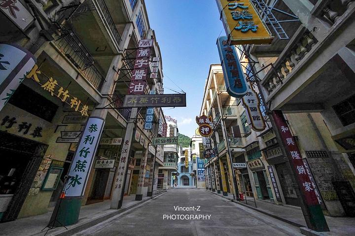 到民国建筑,从二三十年代的广州,上海到六七十年代的香港街景和九龙城