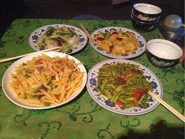 家里吃饭照片_晚上在住的大叔家里吃饭,4菜一汤,饭管饱,40一人. 花费统计:共1397元
