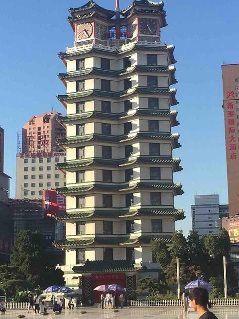 青岛嘉年华广场大酒店logo