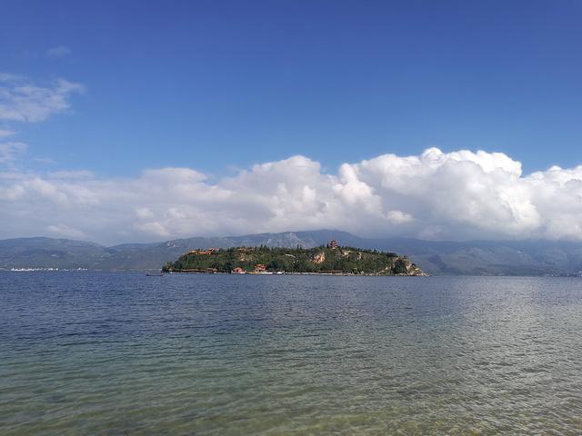 環繞撫仙湖一周,沿途的風景實在太美,生態保護的非常好,原生態的自然