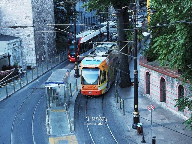 """""""7点醒来,看着清晨的伊斯坦布尔,真是不敢相信的宁静。 空气很清新_圣索非亚大教堂""""的评论图片"""