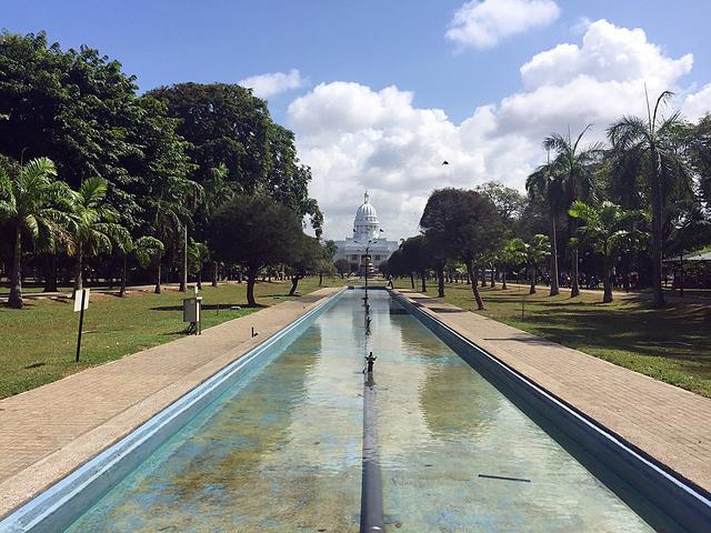 """""""市政厅正对面的维哈马哈德维公园_维哈马哈德维公园""""的评论图片"""