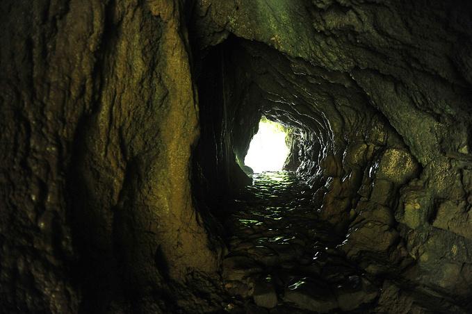 贵阳风景区岩洞