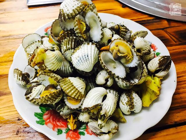 晚上在明翠炒螺店吃饭,据说是越南人在这边开吉木乃美食图片