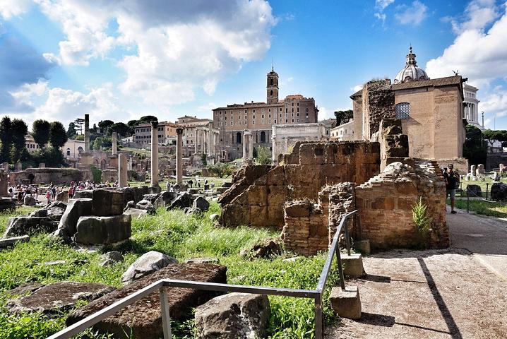 古羅馬遺址,又稱古羅馬廣場,是古羅馬時代的城市中心,包括了一些羅馬圖片