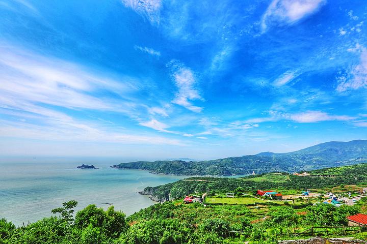 这里是温州市苍南县的东端,朝着东海的方向,一片秀美大海.