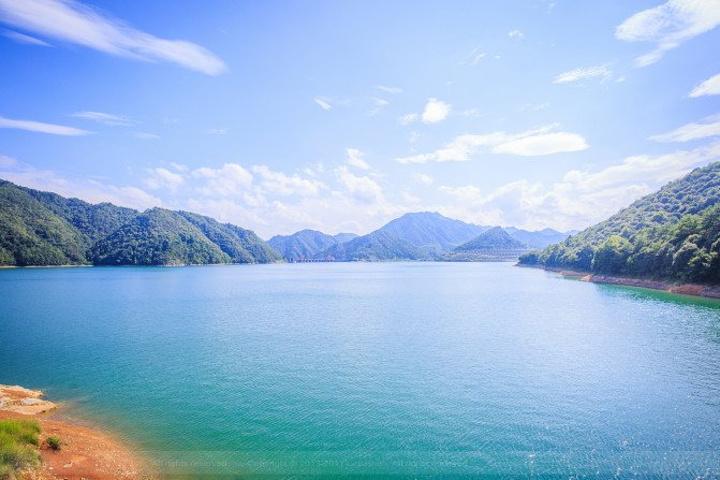 """好运岛被誉为""""湖门第一岛"""",与情人谷风景区一脉相依,这里青山绿水"""