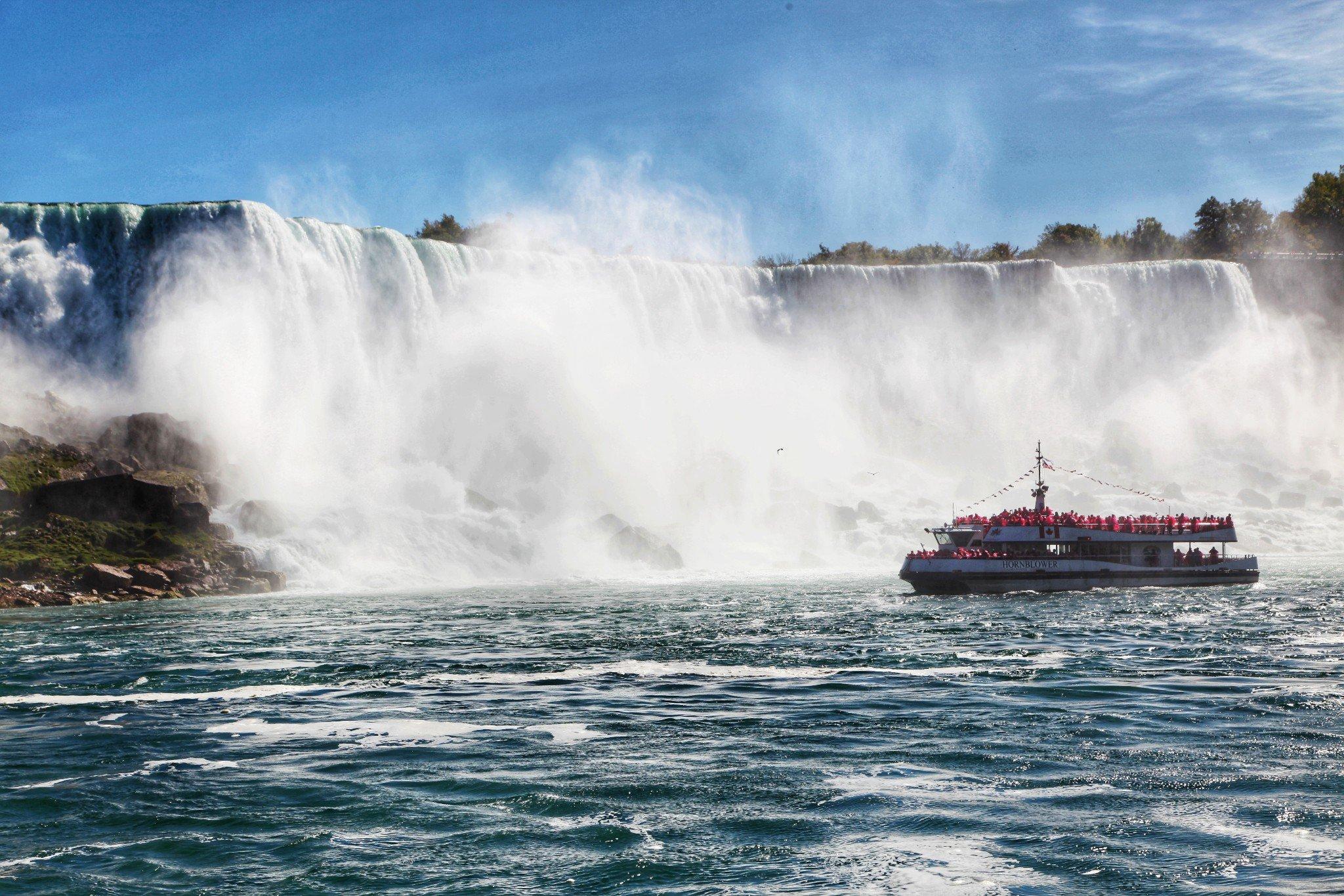加拿大自驾逆追枫,拍鬼怪同款,造访0游客的北美最大市集