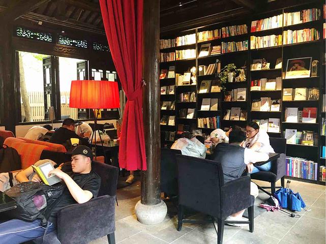 无锡惠山古镇里里的书店.可以好好看书喝咖啡的地方.也有很多旅行书图片