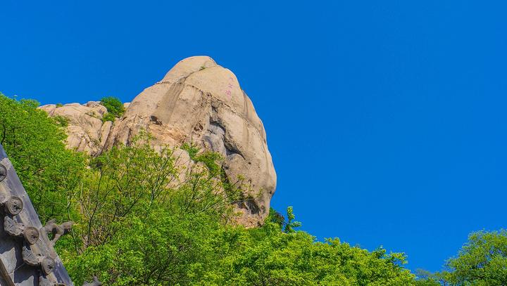 是在市区以及郊区的风景区参观,直到这一次前往了五莲县的五莲山参观