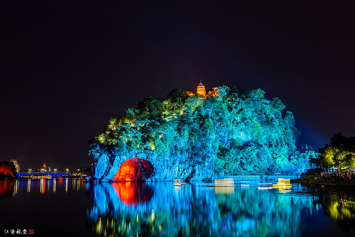 山体夜景灯饰图片