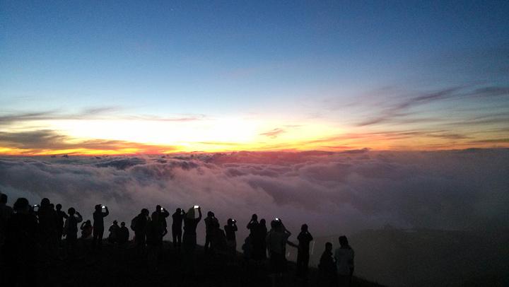 多��`m���_武功山差不多2000m,是凌晨开始爬的,夜晚爬山很有趣,大概3个小时后到