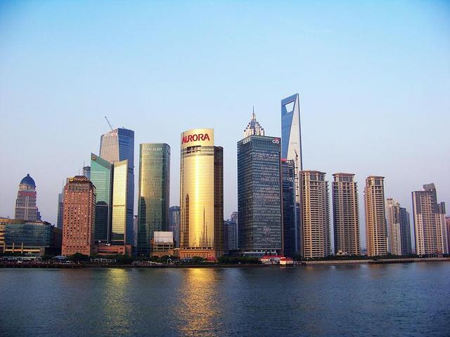 外滩应该是上海最靓丽的一道风景线,是到上海观光的游客必到之地