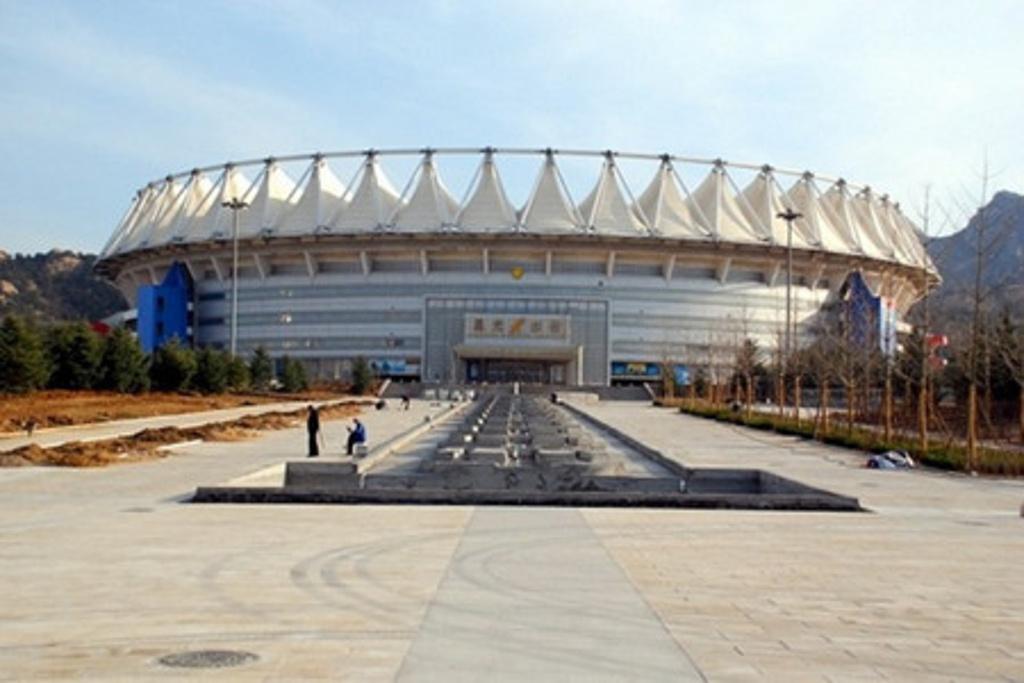 青岛国信体育馆以及外形像贝壳的青岛国信游泳跳水馆也已投入使用.