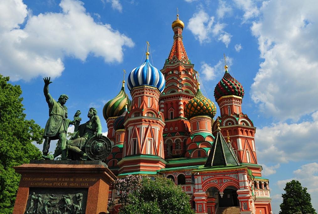 【原创】 北上俄罗斯 (2)欣赏俄罗斯五彩缤纷的建筑群 - 含笑 - 含笑