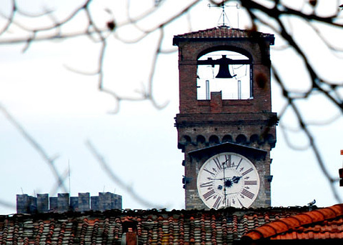 动漫手绘校园钟塔