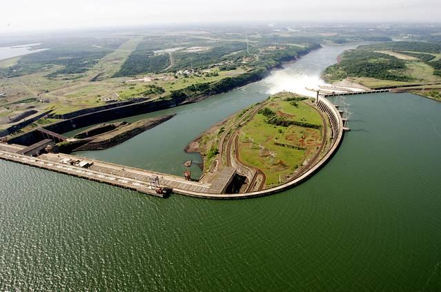 是巴西和巴拉圭合建的水电站,1991年建成,大坝长就有7.
