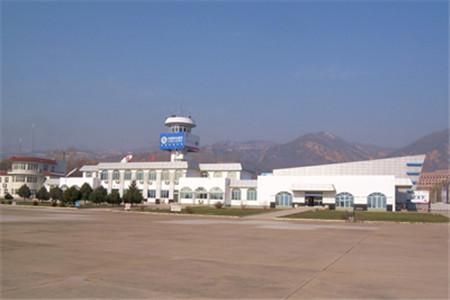 延安美利辺!�(c:/i_民航延安站于1958年10月1日在原陕甘宁边区时整修的延安东关旧机场