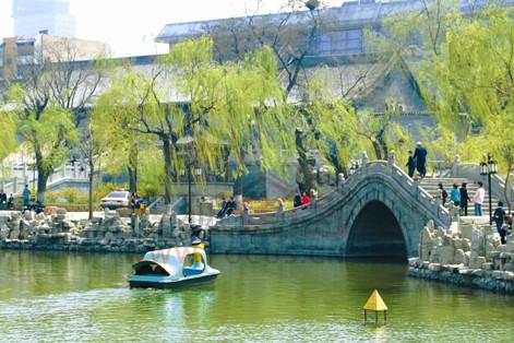 太原兒童公園原名人民公園,又稱文瀛公園,位于太原市中心區的海子邊.