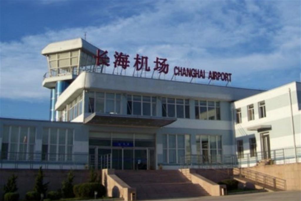"""原名为""""大长山岛民用机场"""",是当时全国唯一的县营民用机场."""