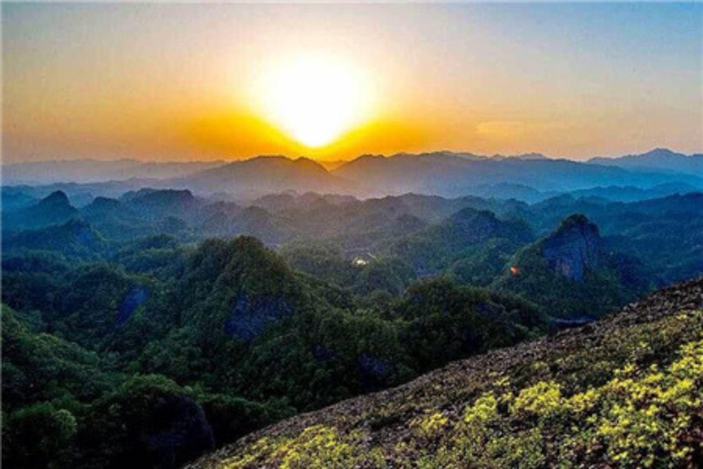 """有""""修河第一峰""""之美誉,是铜鼓县天柱峰国家森林公园的象征."""