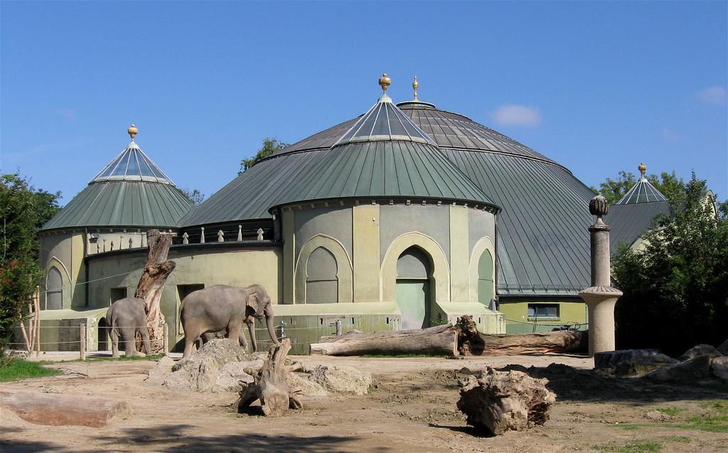 海拉不伦动物园