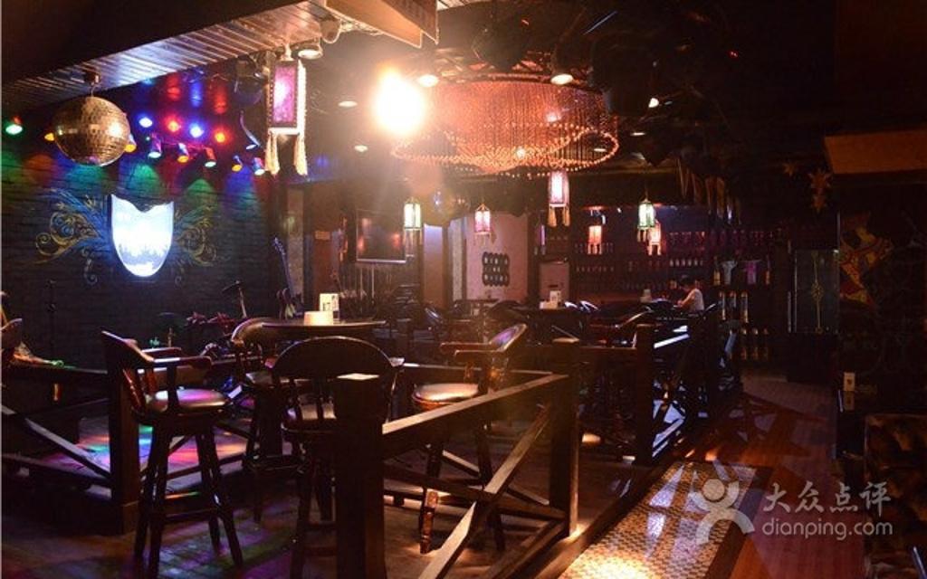 扬州夜猫酒吧视频_野猫音乐主题酒吧