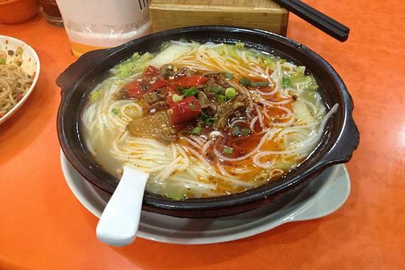 砂锅酸菜牛肉米线