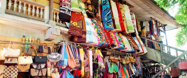 蜡染印花布是印尼最传统的面料了