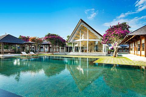 水之教堂位于巴厘岛的南部乌鲁瓦图地区.