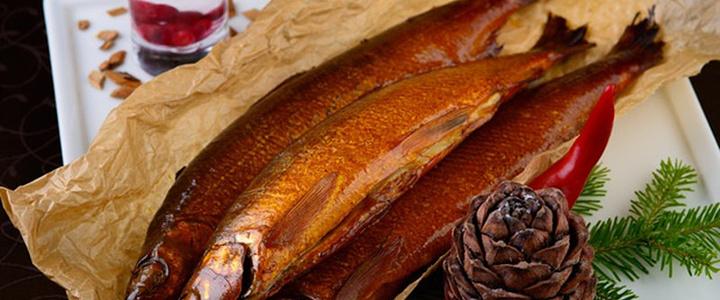 只有在贝加尔湖才能吃到的俄罗斯特制熏鱼,渔民打捞上来新鲜的贝加尔湖白鲑于,然后用杉木慢慢的熏熟,入口满是香气。可以在靠近贝加尔湖的小镇买到80-150卢布不等(根据鱼的大小),伊尔库茨克市区的部分餐厅有售。