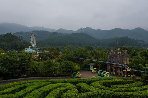 由主题乐园,度假酒店,大型温泉,拓展训练,森林公园等几大板块构成,力