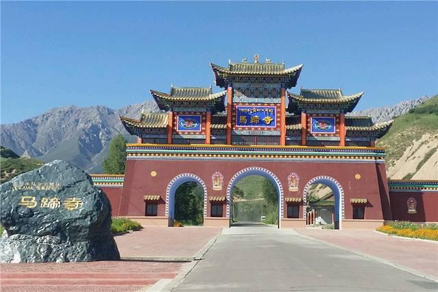 市内有大佛寺,木塔寺,镇远楼,黑水国遗址等名胜古迹.