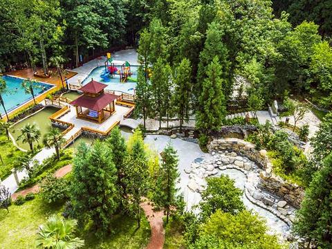 森林公园,是温泉养生为核心,集餐饮住宿,休闲娱乐,商务会议,旅游度假