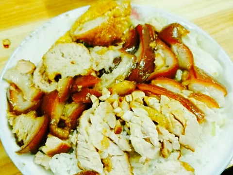 小抄快餐 双拼叉鹅饭 卷章饭 烧鹅饭 蜜汁叉烧饭 猪肠饭 鸡肉饭 猪脚