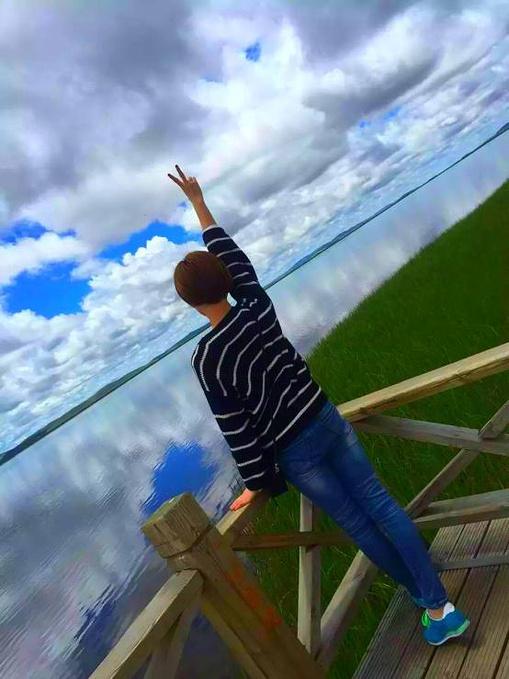 你站在桥上看风景,站在桥上看风景的人在看你,美景装饰了你的心,你