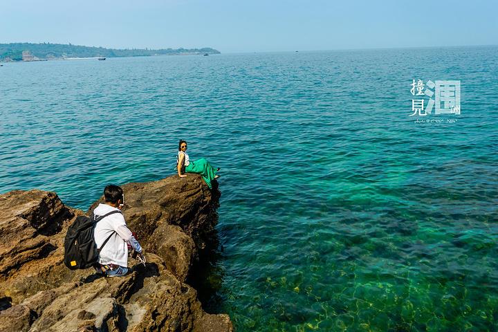 北海游泳偷拍_这里的水真的特别的清比北海银滩的水要清澈很多果然远离大陆才是正道