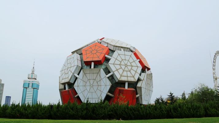 足球雕塑旅游图片